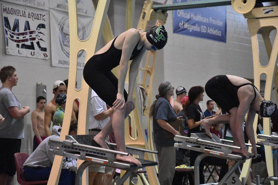 Junior+Hannah+Mosier+prepares+for+a+race+at+the+regional+competition.+