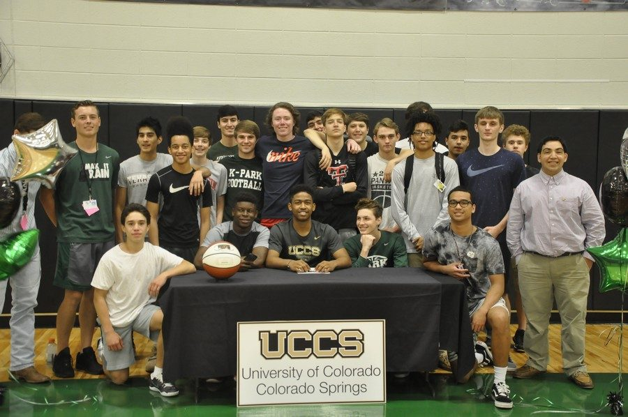 Senior+Ethan+Powell+signs+with+the+University+of+Colorado.+