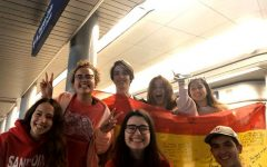 Mariu Bertolo poses with other exchange students from Spain at the Chicago airport before her flight home on Mar. 27. Bertolo's parents were not allowed to pick her up from the airport and she had to be self-quarantined in her home in Spain for two weeks after arriving.