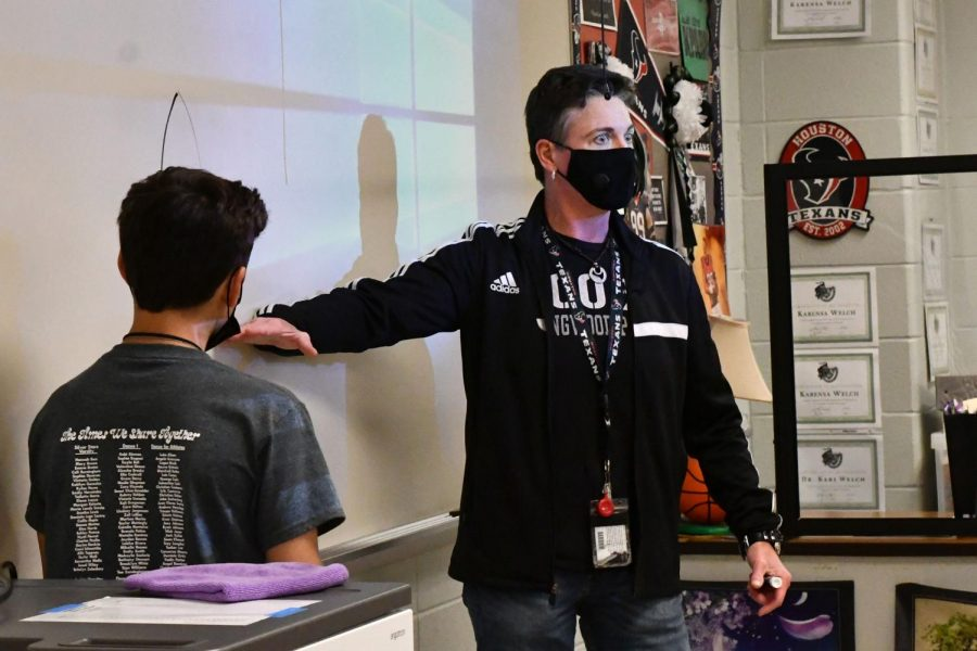 Dr. Kari Welch works with students during her fifth period biology class on May 7.
